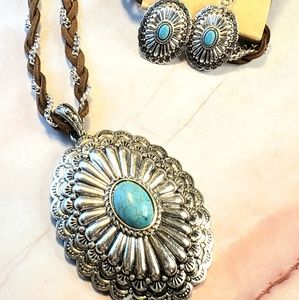 Jewelry - Faux turquoise Silvertone concho necklace earrings
